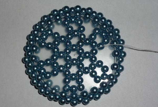 Vi omgiver krukken med perler