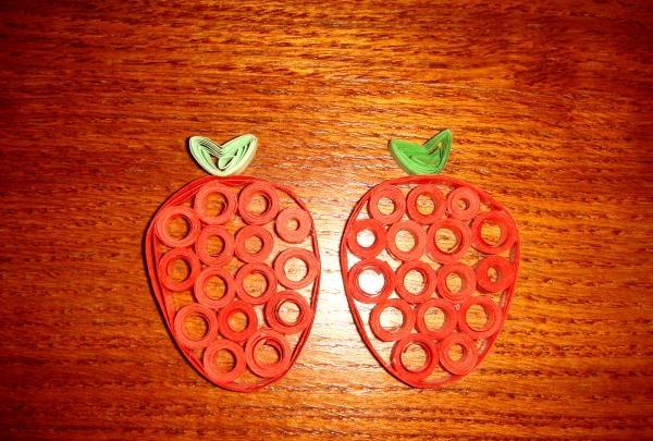 Skiver frugt på en åben plade