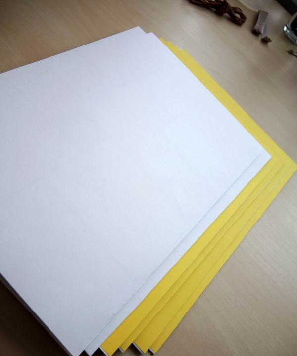 วางทับด้วยกระดาษสี