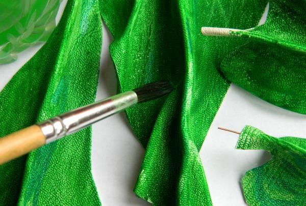 Våd børsten og mal læderet