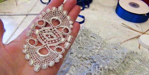 o amuletă de păpuși