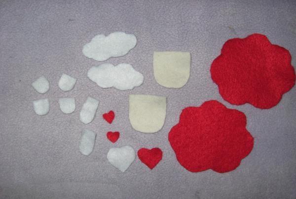 czerwone filcowe naszyjniki