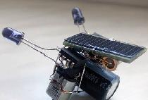 Roboti simpli care folosesc surse alternative de energie