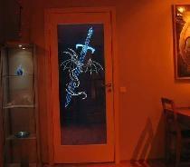Produção de portas interiores com iluminação.