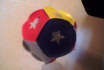 Bola brilhante de papel colorido