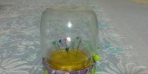 Skaidrus stiklainio adatos dėklas