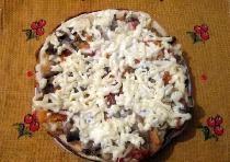 Somun üzerinde Pizza