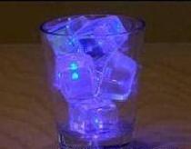 น้ำแข็งเรืองแสง