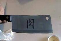 Elektrochemische Gravur auf einem Messer
