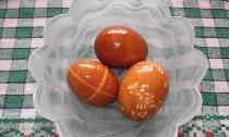 Оригинална боядисване на яйца за Великден с естествени багрила