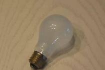 Lampa jest bez prądu. . .