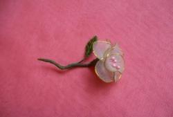 Kwiat wykonany z tkaniny nylonowej