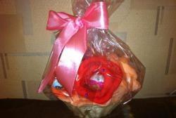 Букет цветя със сладкиши