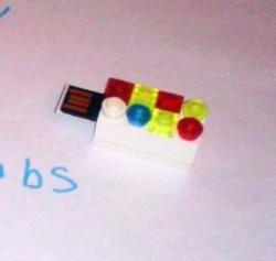 Taske til flashdrev i stil med LEGO