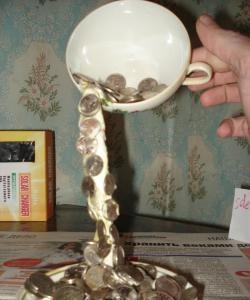 Hochfliegender Pokal - Geld fällt
