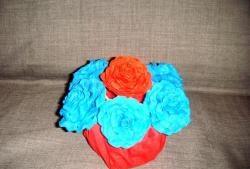 Пищни рози от гофрирана хартия