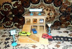 Гараж за играчки за автомобили