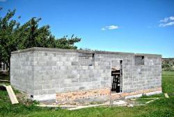 Værksted på murvægge fra askeblok