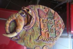 Elefant creativ pe perete