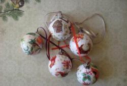 ลูกบอล Decoupage สำหรับต้นคริสต์มาส