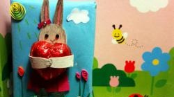 Workshop zum Verpacken eines Kindergeschenks