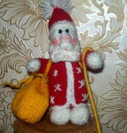 Święty Mikołaj szydełkowany
