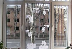 Коледна украса на прозорци