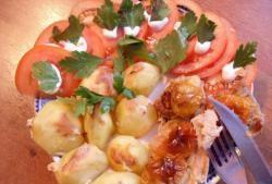 Patates garnitürü ile sıradışı pişmiş et