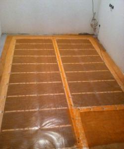 Conectarea și așezarea podelei cu infraroșu