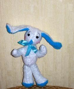 Iepurasul cu urechi albastre