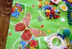 Coasem covorul textil în curs de dezvoltare pentru fată