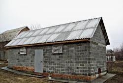 Stadier med at bygge en lade på en ujævn grund
