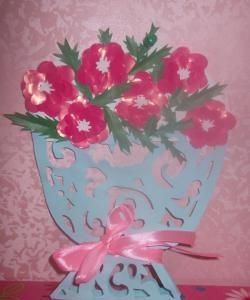 Vaso a céu aberto com flores de papel