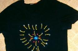 Jak ozdobić koszulkę szpilkami i koralikami