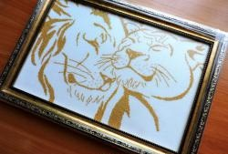 Chúng tôi thêu một cặp sư tử vàng
