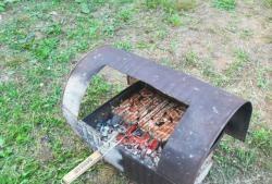 Nowy grill ze starej beczki