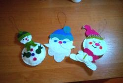 Коледни филцови играчки