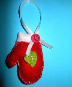 Jucărie de Crăciun făcută din pâslă