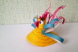 Hvordan man fremstiller en cockerel ud af farvet papir