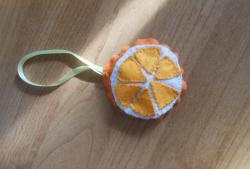 Коледен висулка - филц в оранжево