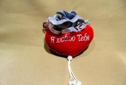 Мек плюшен сувенир, украсен с роза
