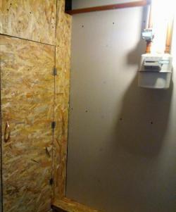 Căptușeala coridorului cu gips-carton și plăci OSB