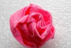 Sådan laves en rose fra et viskoserved