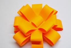 How to make a magnificent bow for gift wrapping