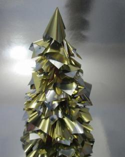 Коледно дърво от златна опаковъчна хартия