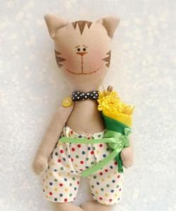 Kumaştan yapılmış komik kedi