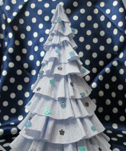 Коледно дърво от гофрирана хартия