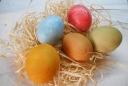5 cele mai bune coloranți naturali pentru ouă de Paște