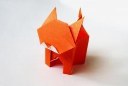 Bir kedi şeklinde Origami kağıt kutusu