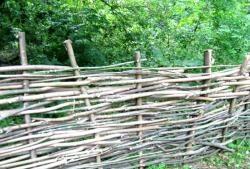 Изработване на плетена ограда